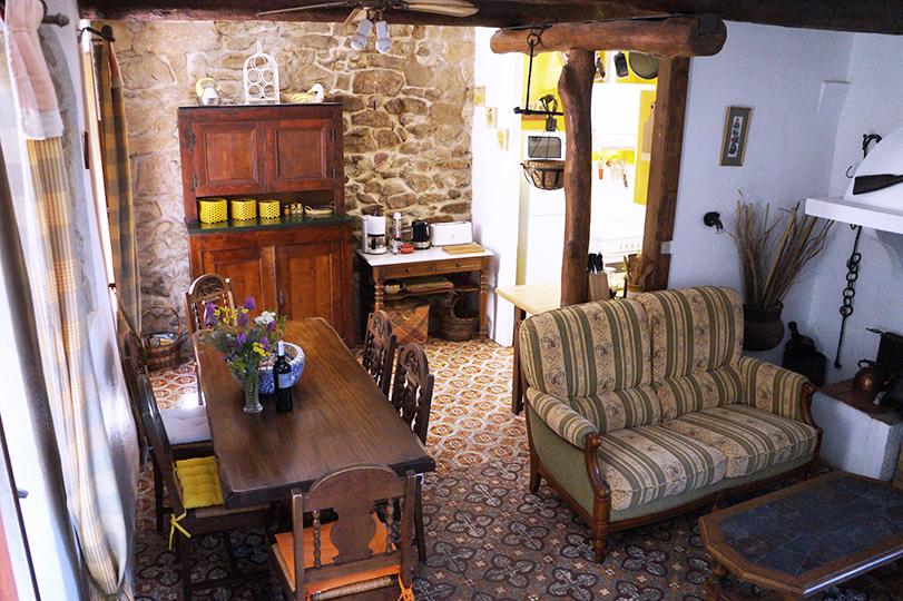 La belle ancienne salon salle manger cuisine for Table salle a manger ancienne
